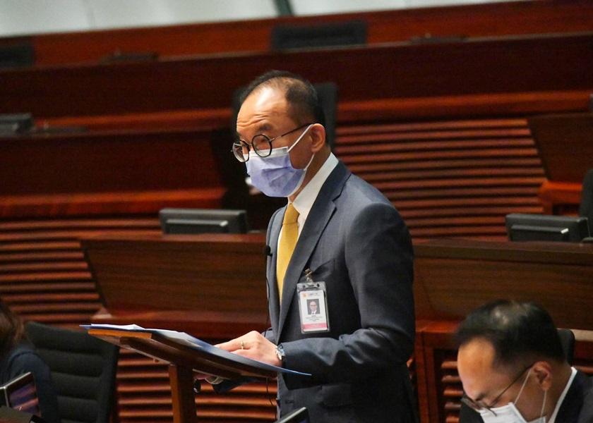 曾国衞表示宣誓修例通过后 岑敖晖等4人将失区议员资格