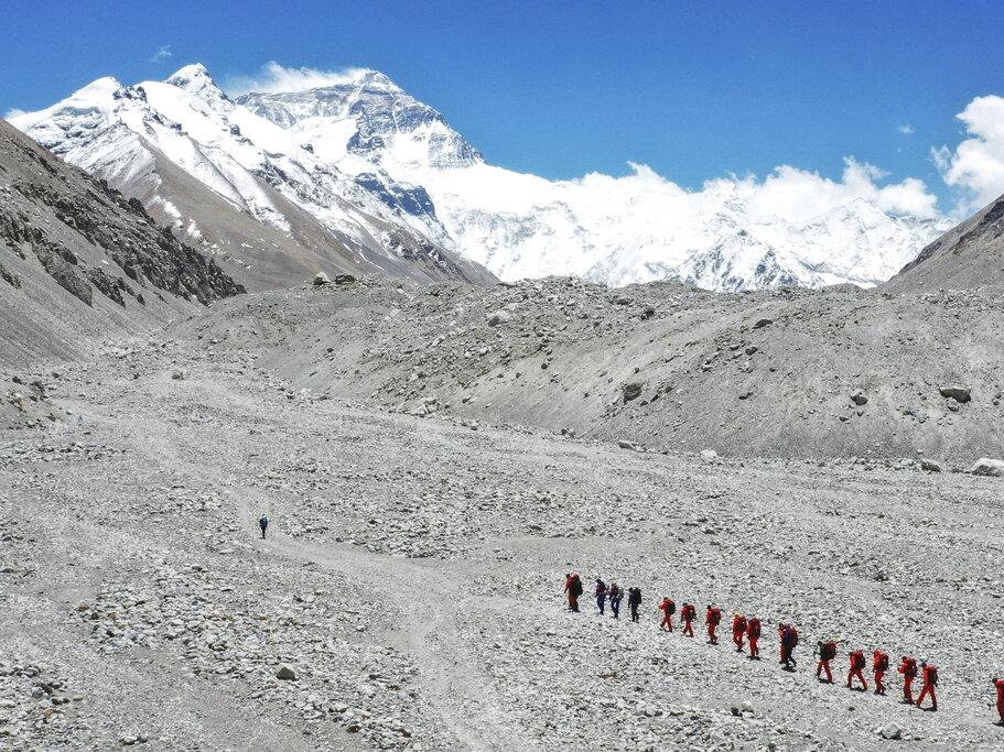 珠峰今年登山季首传死讯 两名外国登山客丧命