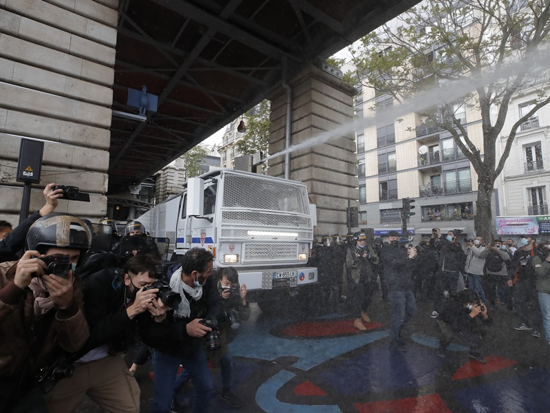 全球多地抗议声援巴人 部分示威演变警民冲突法拘50人