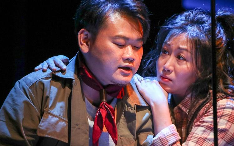 舞台剧《囍双飞》首映演员超兴奋 白只为吵架戏食血压药