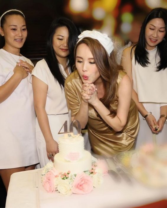 杨洛婷40岁生日开P 自觉21老公赞仍然30