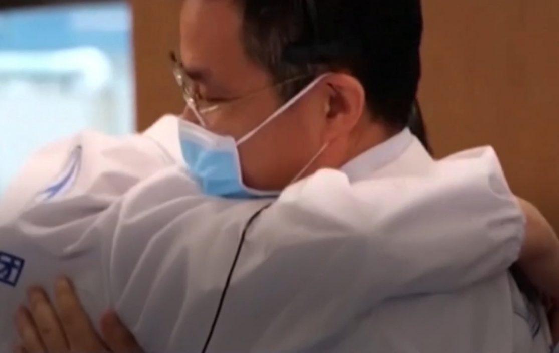 """""""问天一号""""成功着陆火星 总设计师张荣桥落泪:眼泪有甜有咸"""
