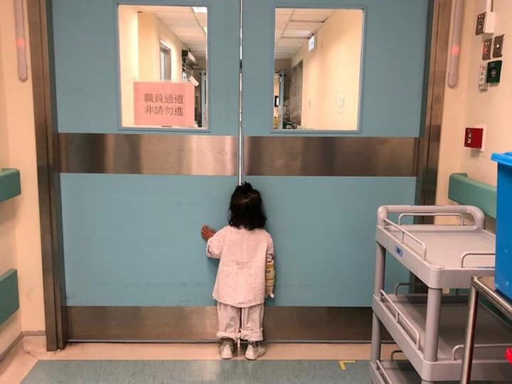 因胆管闭锁换肝逾年的小铠澄 肝指数飙升再度入院