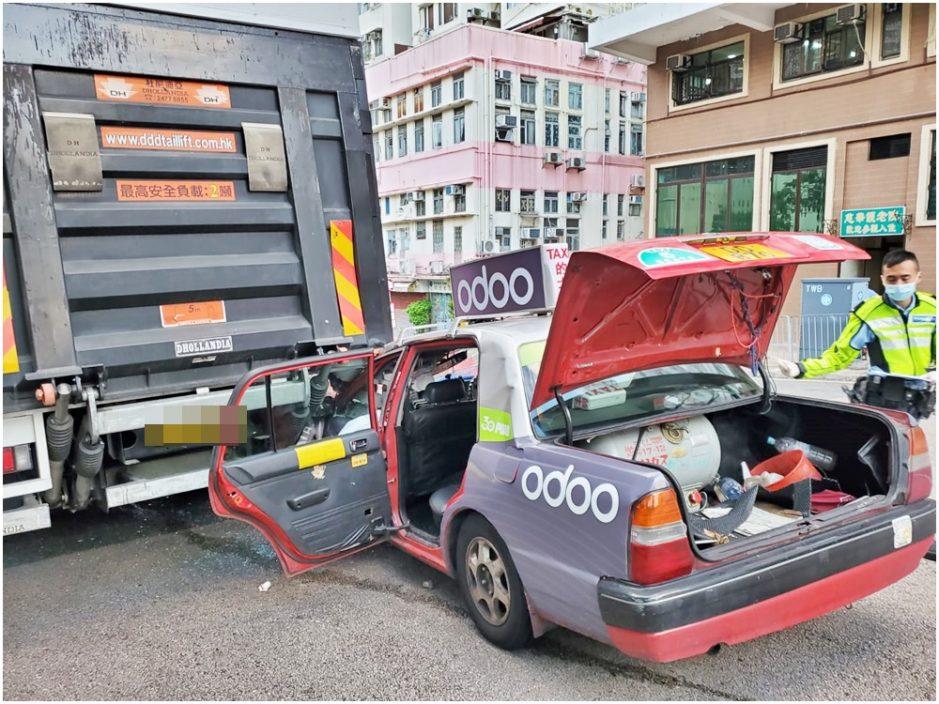 慈云山的士狂撼货车 乘客伤头夹车厢半小时