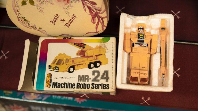 收藏过千款怀旧玩具 店主:寄存珍贵回忆