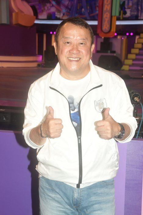 """【头条独家】狂接10个广告 自称""""ViuTV洪天明""""系咁客串 直击193闹市拍外景变Fans见面会"""