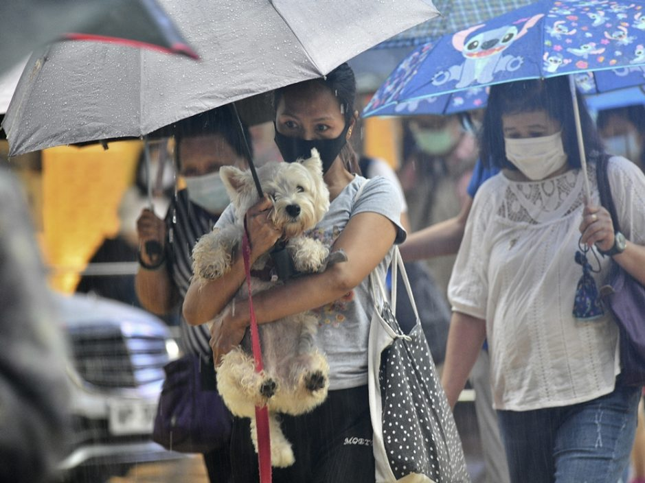 天文台指雷雨区正影响本港西部地区 未来一两小时该区雨势较大