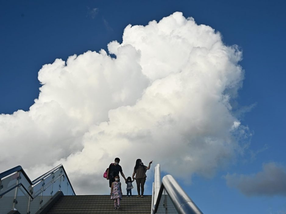 未来数日有骤雨下周初行雷 周五新界最高气温可达35度