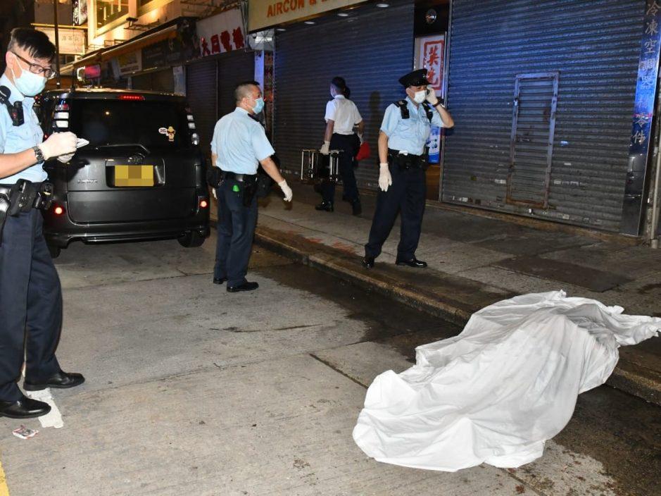 旺角男子离奇倒卧车尾 司机取车发现报警