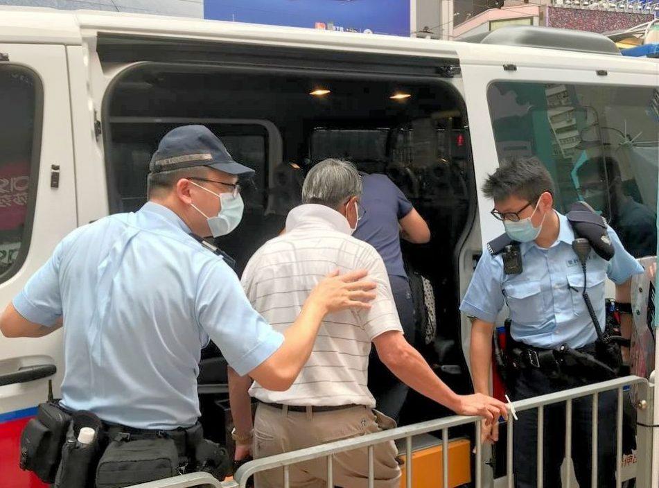 社民连街站三内两度遇袭 怀疑施袭者被带上警车