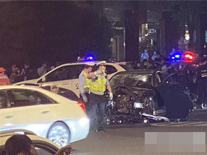 疑感情纠纷 南京巿男子驾车撞前妻再持刀伤6人