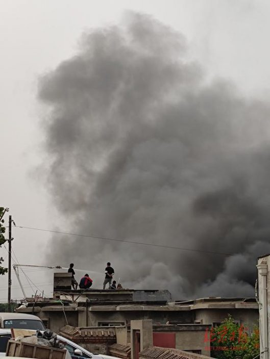 北京通州區張家灣附近發生火災 濃煙數公里外可見