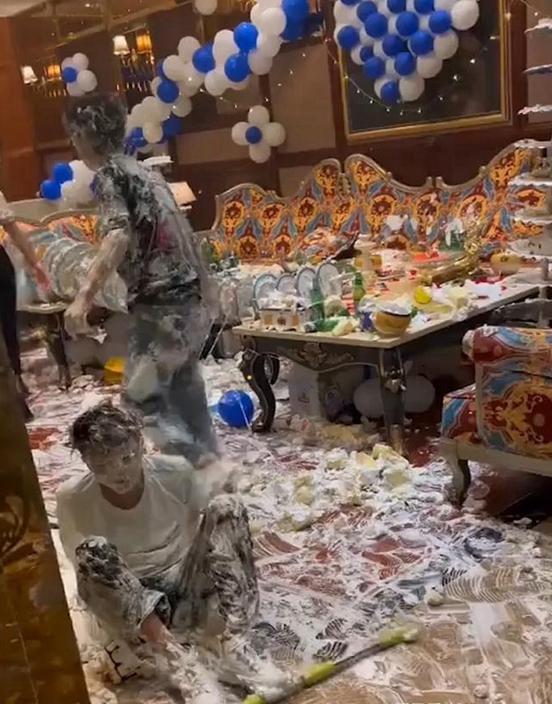 重庆青年卡啦OK庆生上演「蛋糕大战」 包厢被忌廉攻陷一片狼藉