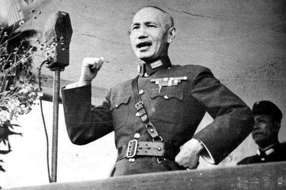 蒋介石逃往台湾,带走的这三个人比黄金古董还重要