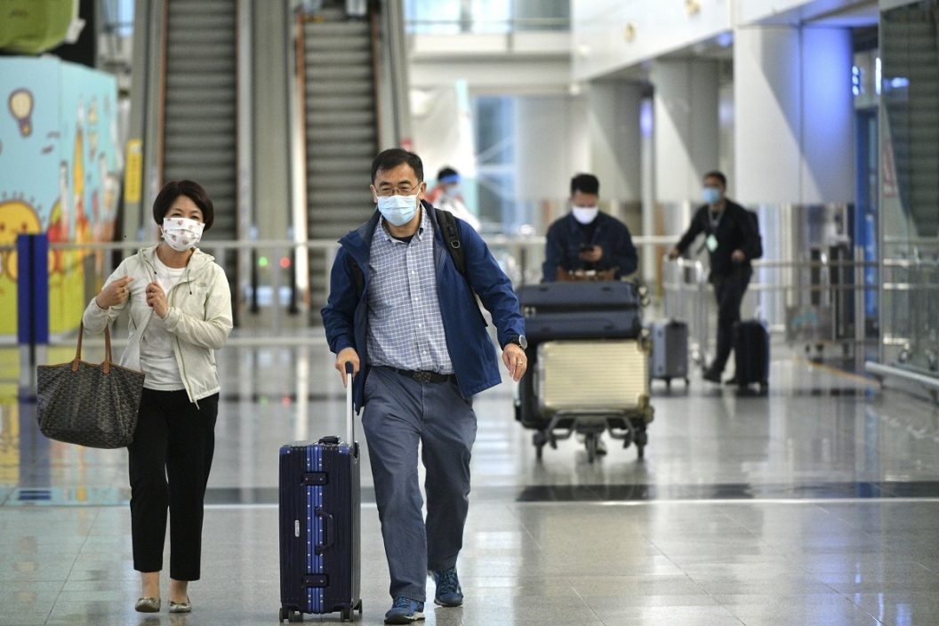"""非""""回港易""""内地澳门到港人士检测增至5次 星台检疫跟随高风险地区"""