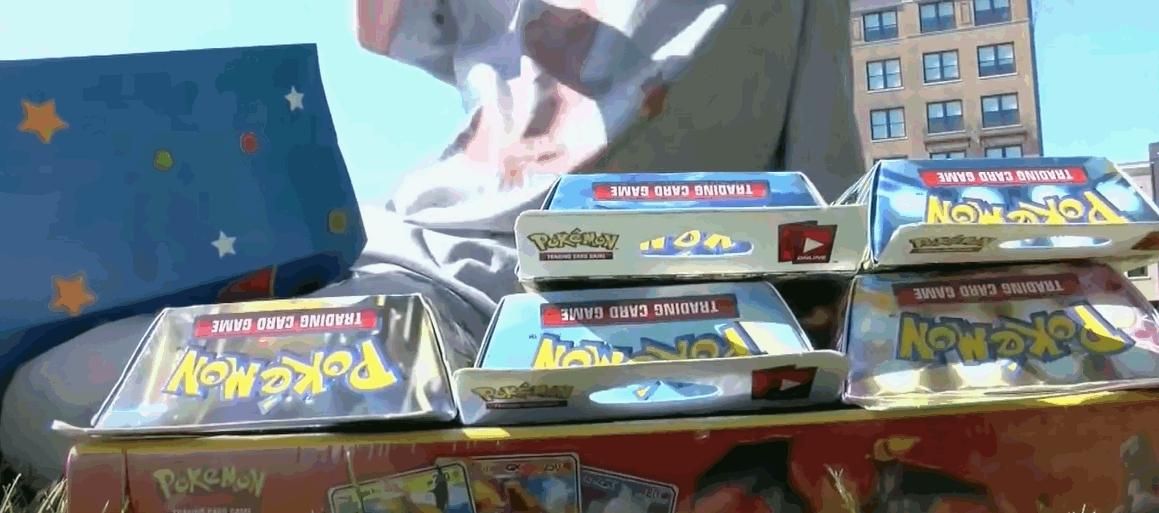 8岁男童出售珍藏Pokemon卡筹钱医爱犬 获官方送礼奖励