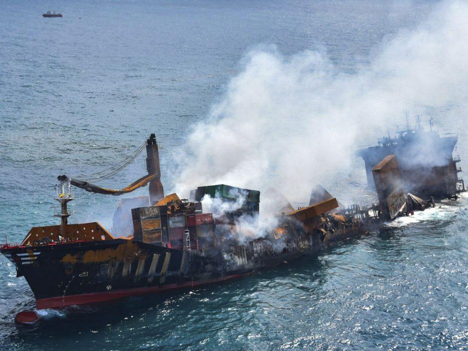 新加坡货轮斯里兰卡失火 燃油泄漏恐致海洋生态灾难