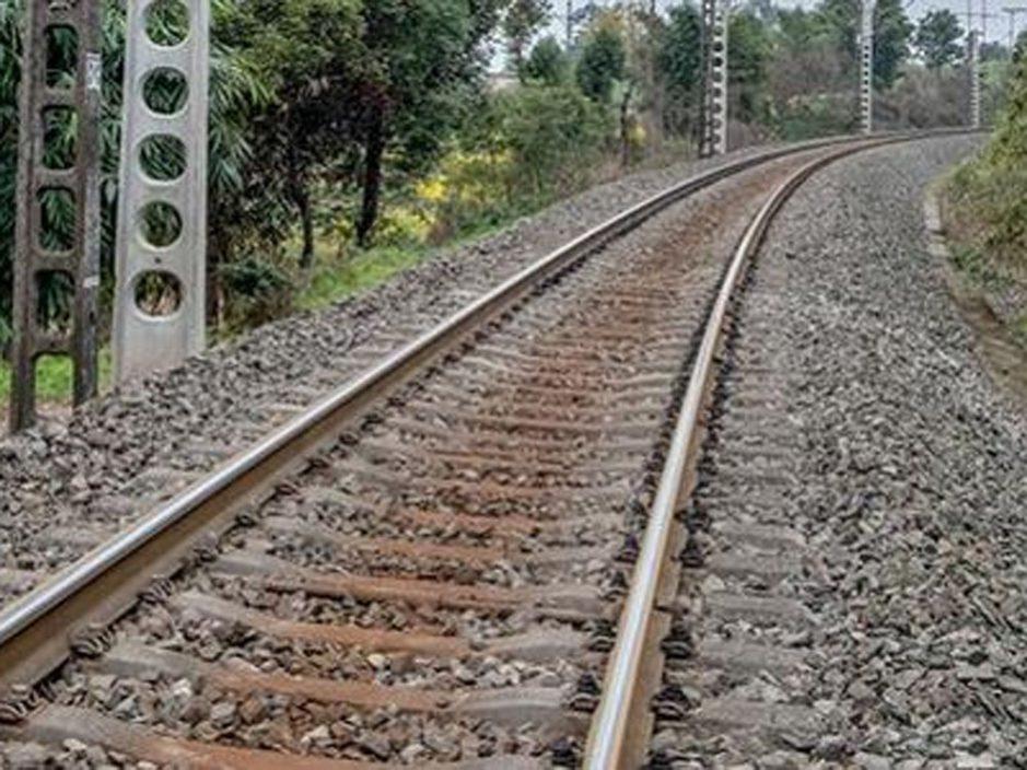 兰新线列车与铁路工人发生相撞 已致9人遇难