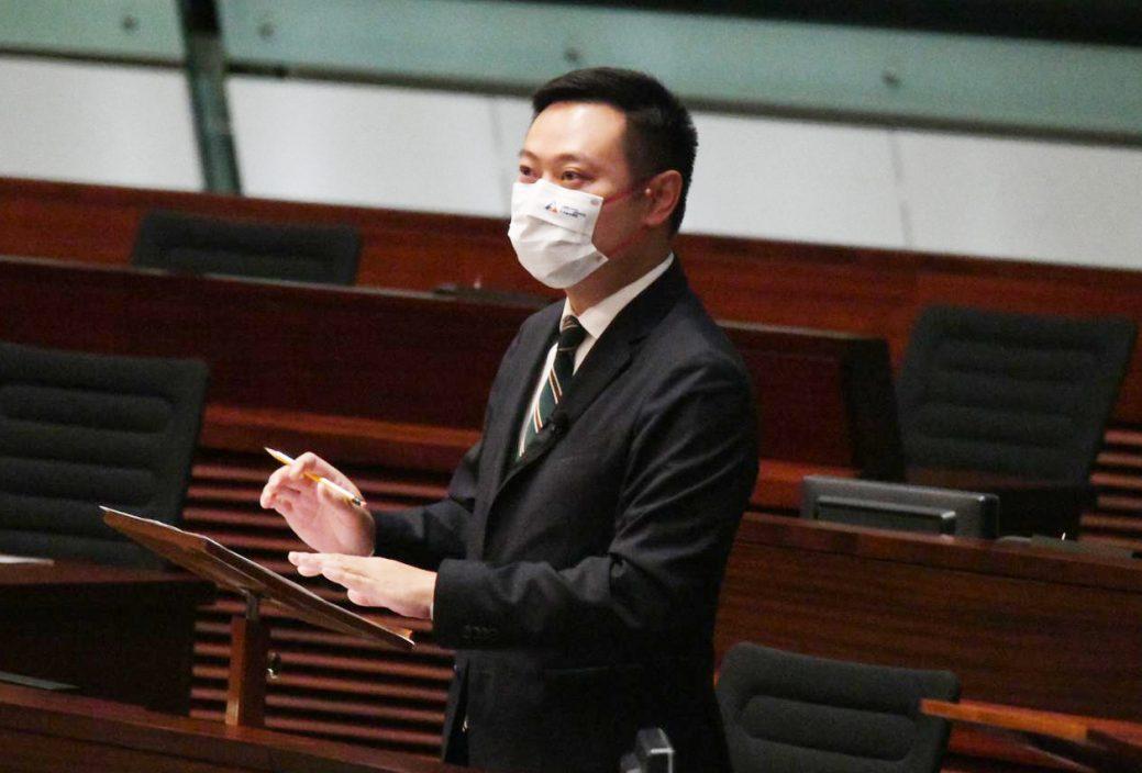 区议员派蜡烛遭警告 徐英伟:区议员工作需遵从条例要求
