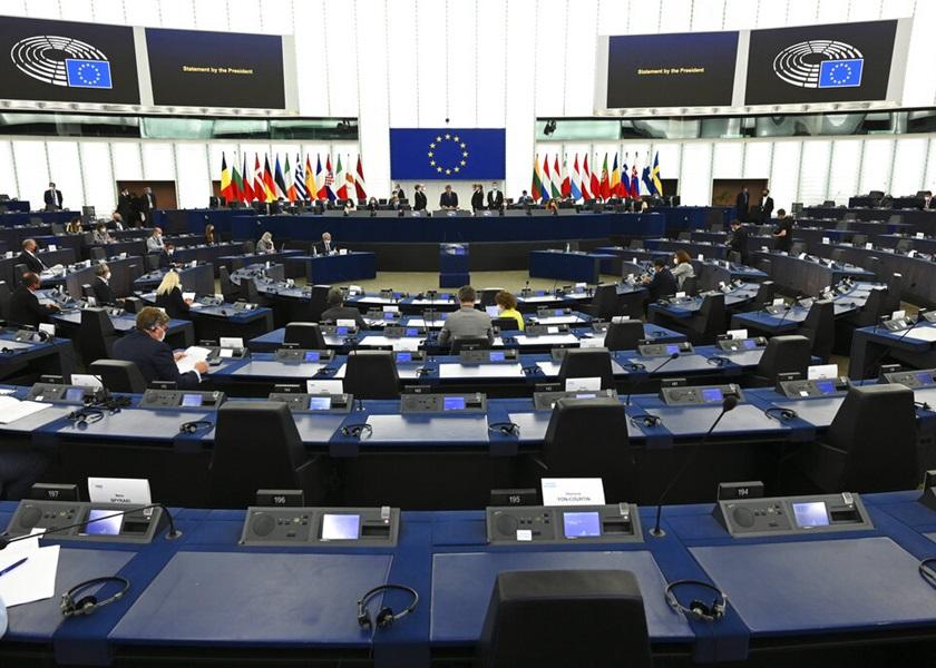 """欧洲议会通过落实""""新冠疫苗通行证""""制度 已打针者可毋需隔离检疫"""