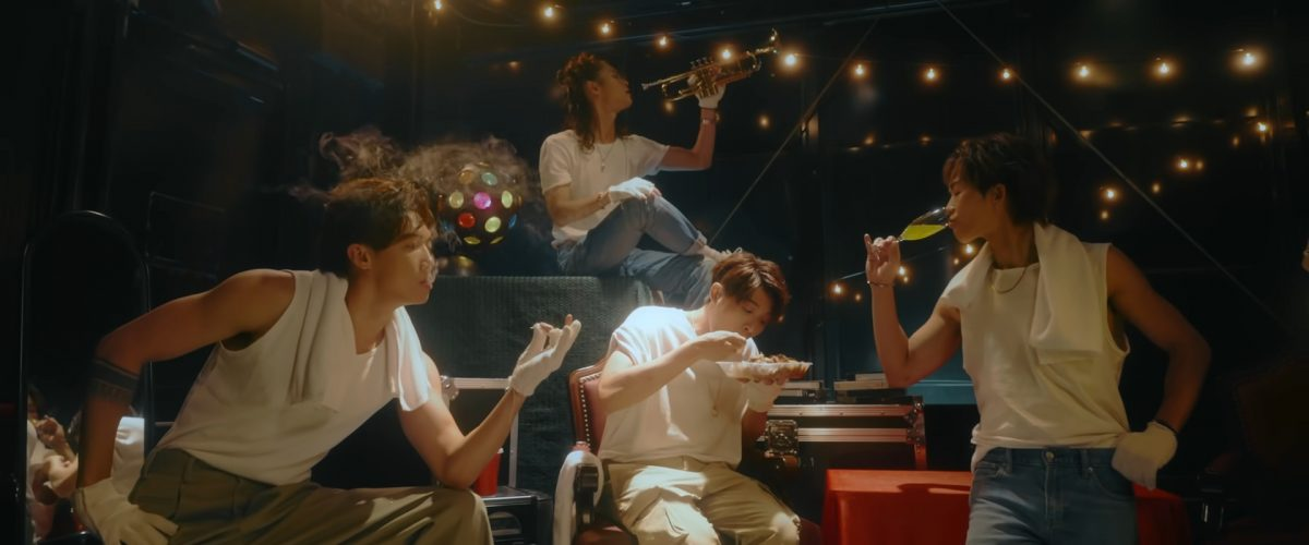 "MIRROR新MV玩角色扮演   姜涛做懒瞓化妆师""Jerdan""扮尖叫鸡"