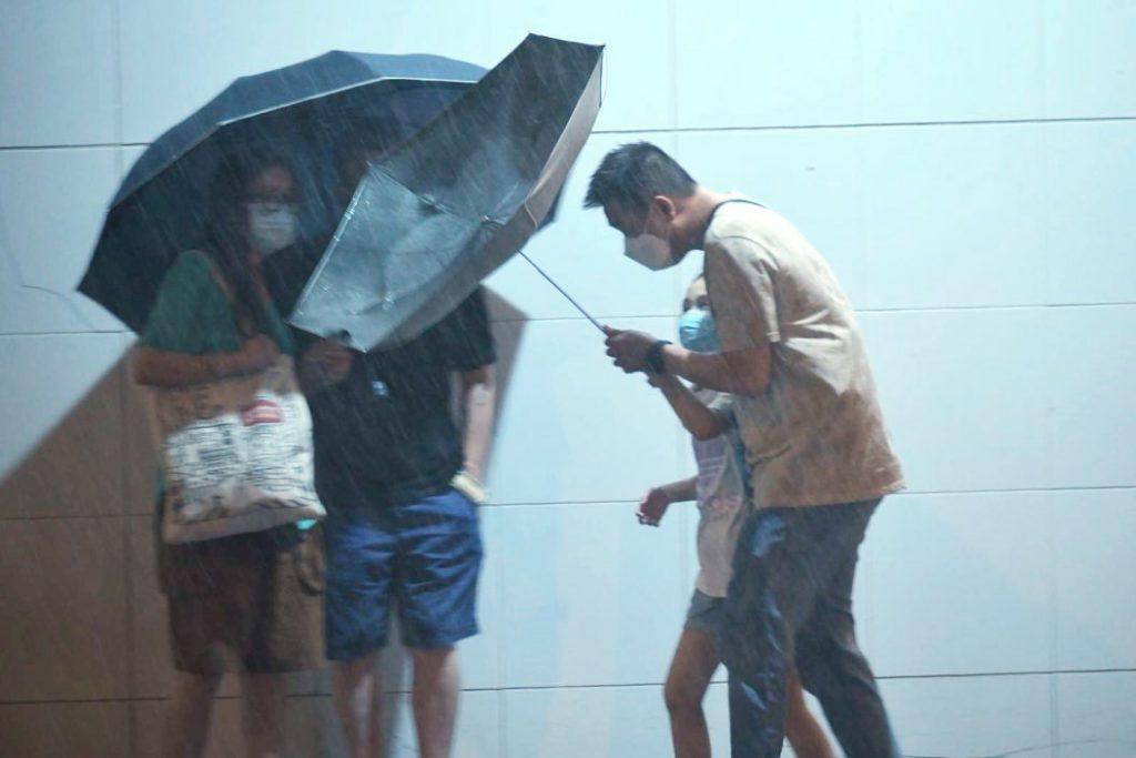 1号风球维持热带低气压早上渐远离 天文台:续有狂风大骤雨