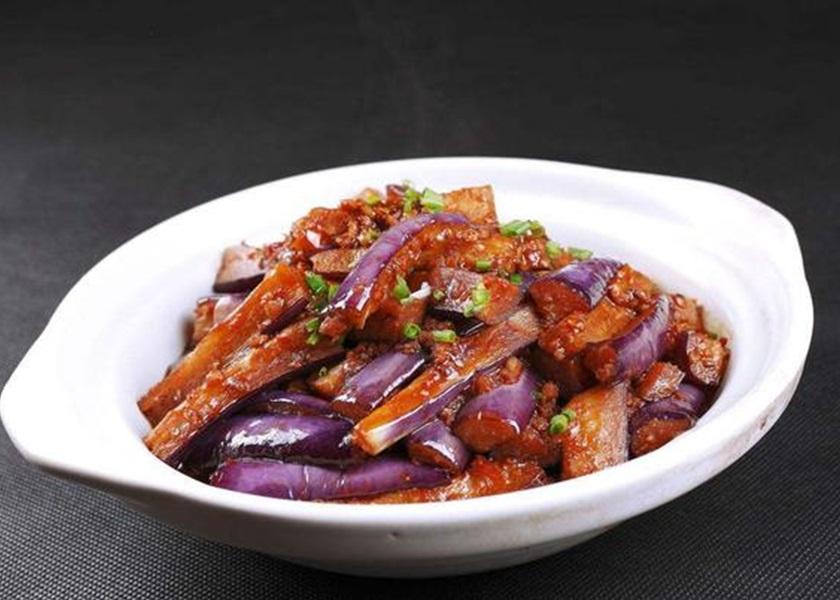 杭州女不满鱼香茄子无鱼大闹餐厅 网民嘲没常识
