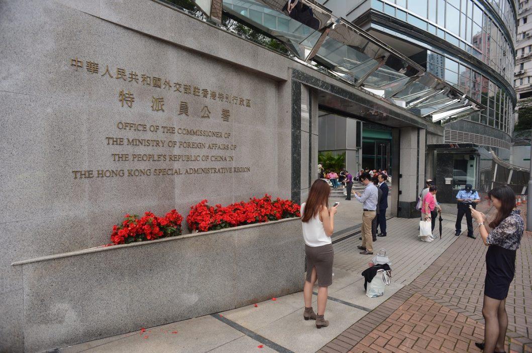美领事批《国安法》削自由 外交部驻港公署谴责信口雌黄颠倒黑白