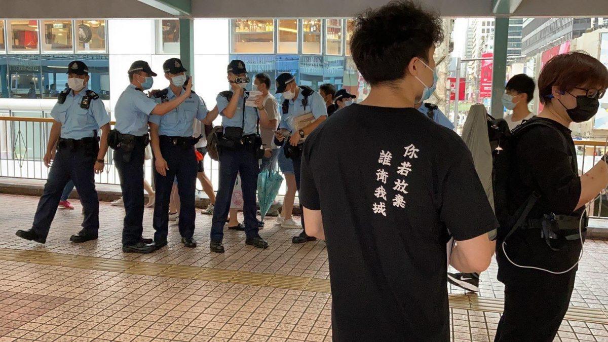 警方指旺角示威者群推倒杂物扰乱安宁 职工盟等收限聚令告票