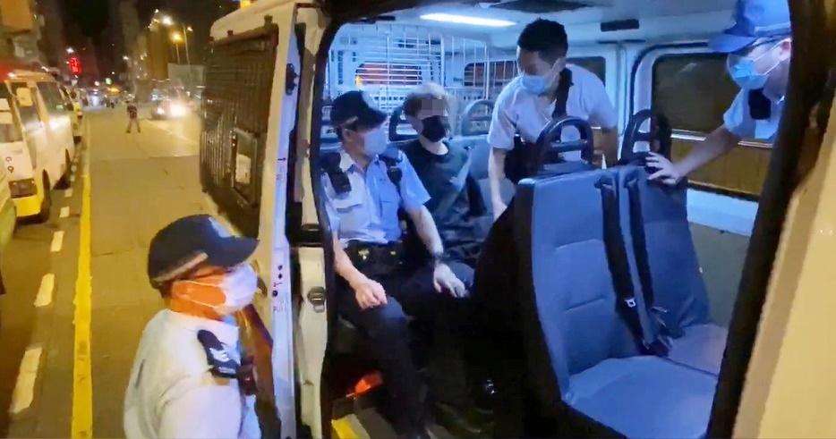 旺角有人群叫口号一男子被捕 警方入朗豪坊驱散指或违国安法