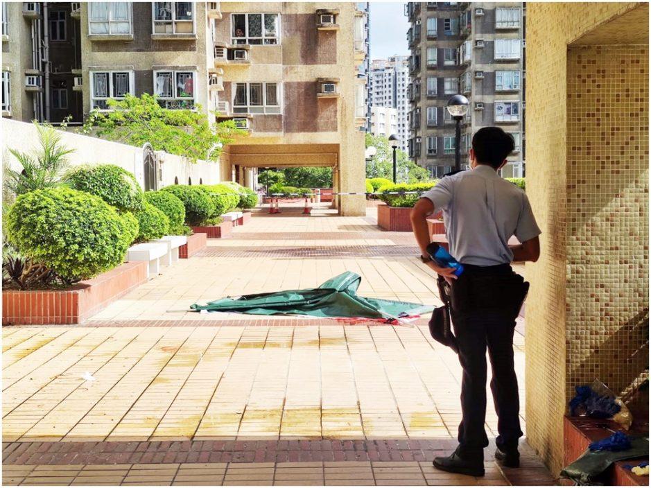 屯门市广场男子堕毙女子送院不治 警列谋杀及自杀案