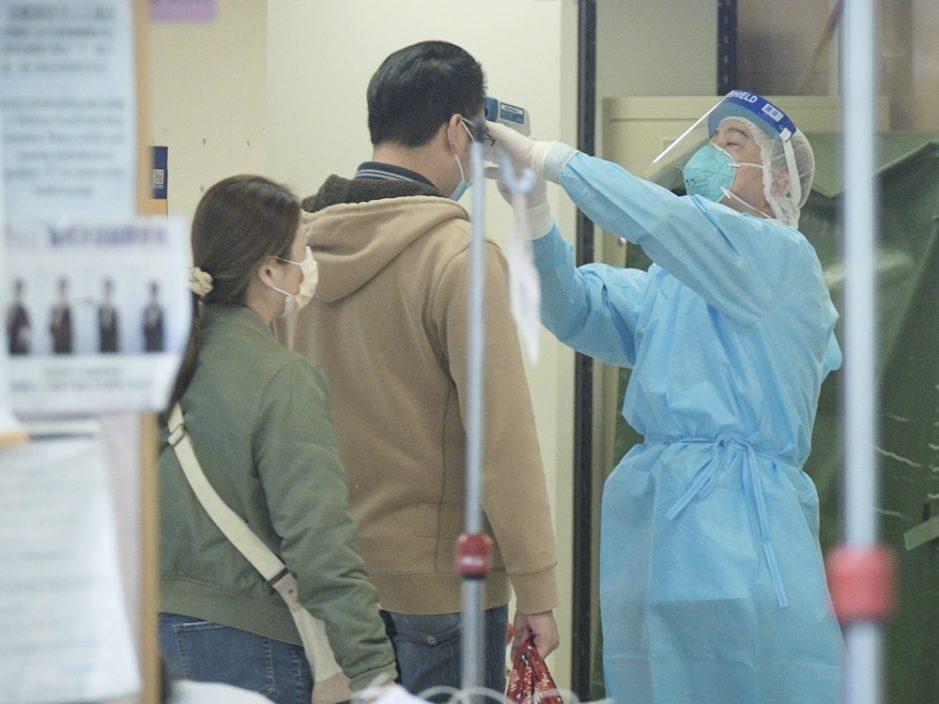医管局:2名确诊病人出院 1人情况危殆