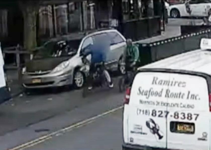 纽约亚裔外卖员被刺伤 警追缉涉案自行车男