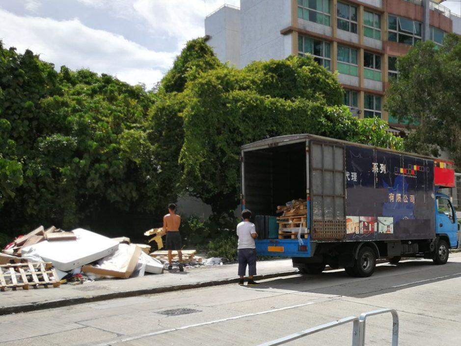3车主非法弃置废物 被判罚款7500元