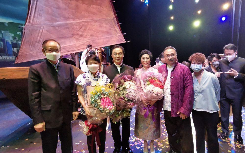 卫骏辉完成25场公演泪眼感恩 宣布《香江号》明年1月添食