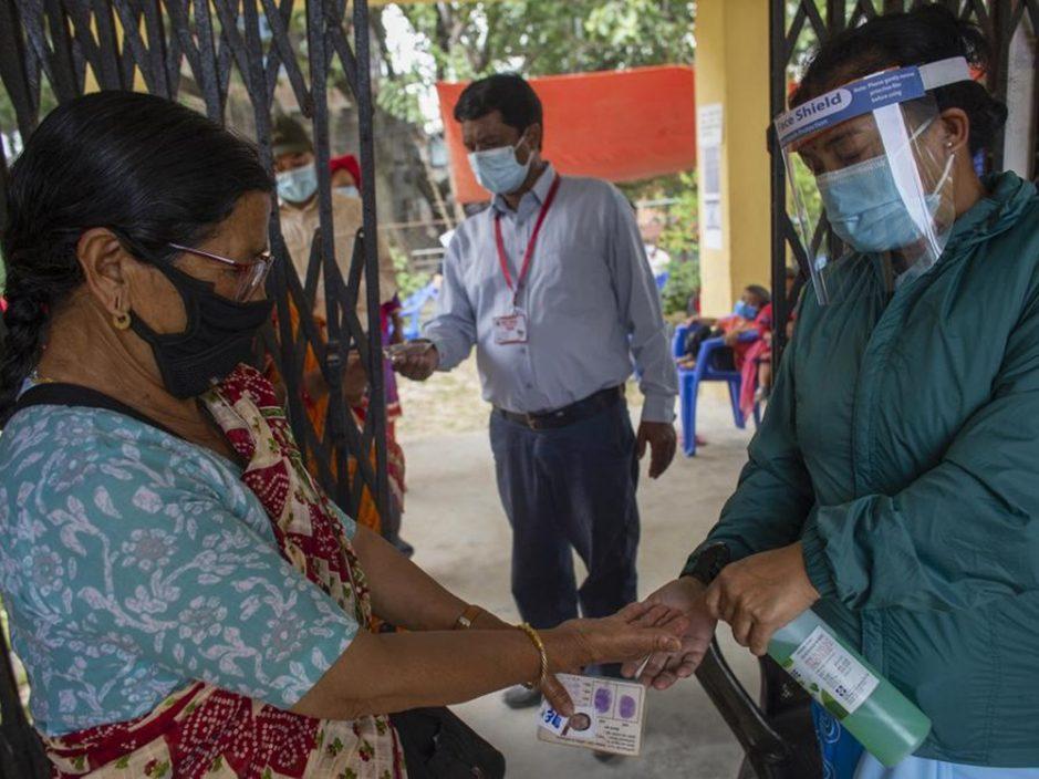 印度疫情放缓政府放宽防疫 泰姬陵重开