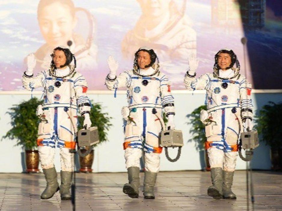 3名神舟十二号太空人手持小箱子是什么 专家揭秘