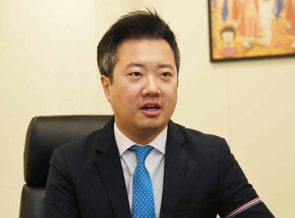 仁济医院前主席王贤讯入禀控《苹果日报》诽谤