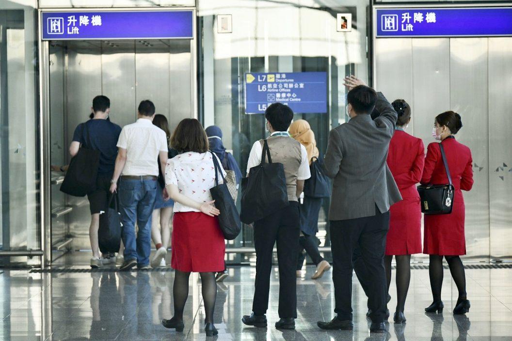 国泰指港府拒为外籍机组人员续工作签证 拟提上诉