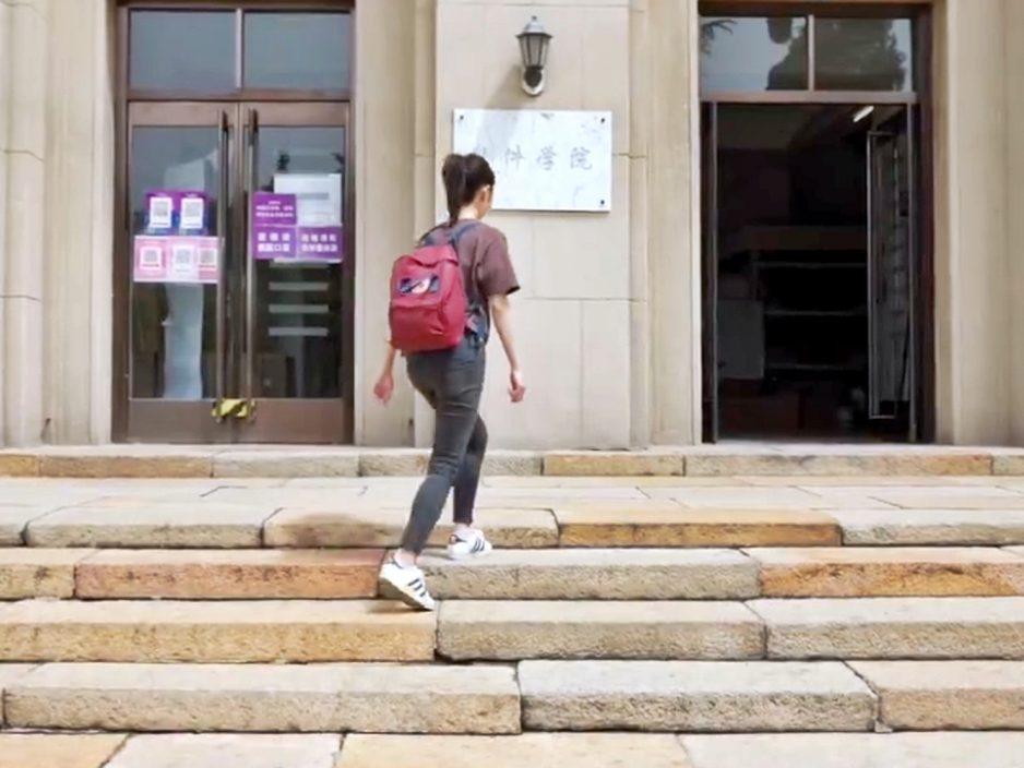 """首个""""虚拟学生""""华智冰 正式就读清华大学"""