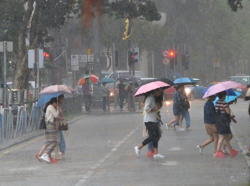 """强雨区下周迫近""""显著降雨""""机会高 天文台吁及早准备"""