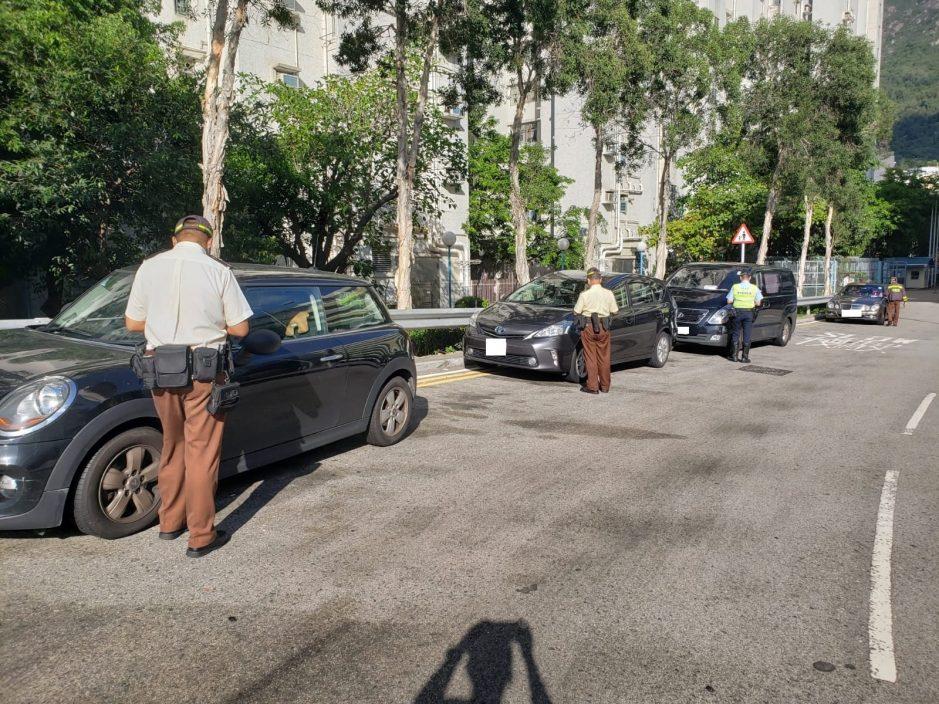 屯门警打击违例泊车 发1245张告票及拖走2车