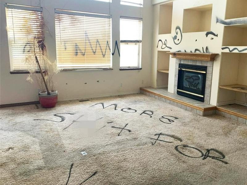 """美科罗拉多州另类""""豪宅""""平价出售 全屋被喷黑漆兼发出恶臭"""