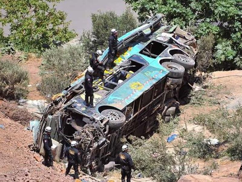 秘鲁巴士堕深谷 增至27人死