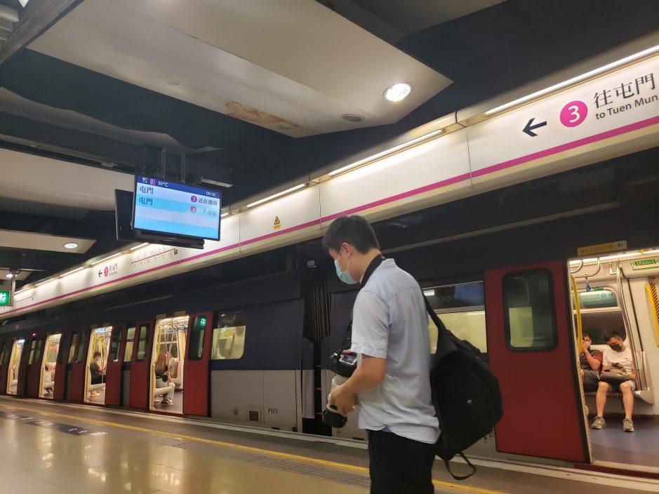 红磡站西铁线旧月台退役 市民及铁路迷拍照留念