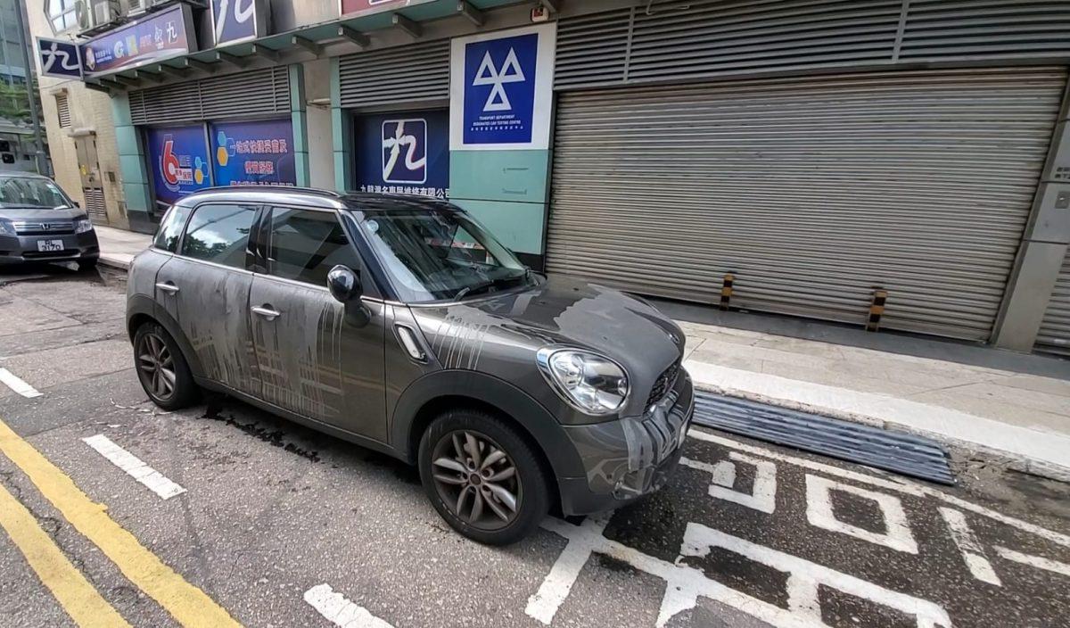 九龙湾私家车遭淋起漆水 女司机:可能阻住人啩