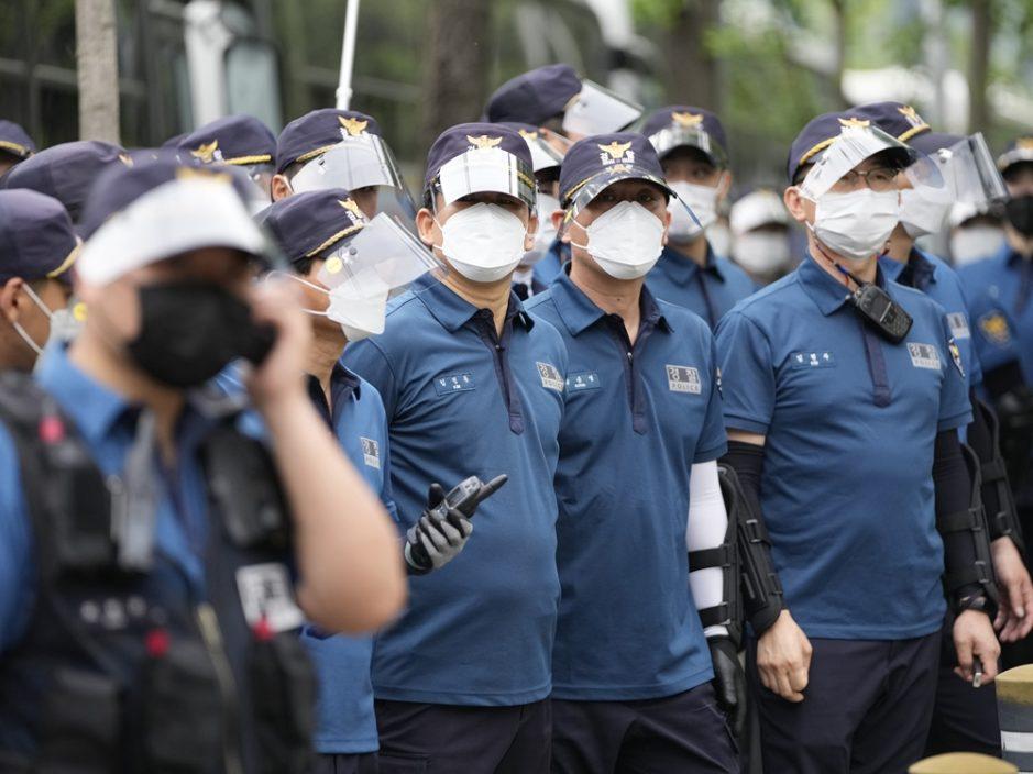 韩国增429人确诊 下月起放宽聚会人数上限