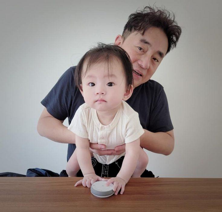 新手爹哋庆祝父亲节 吕方等宝贝女叫一声爸爸