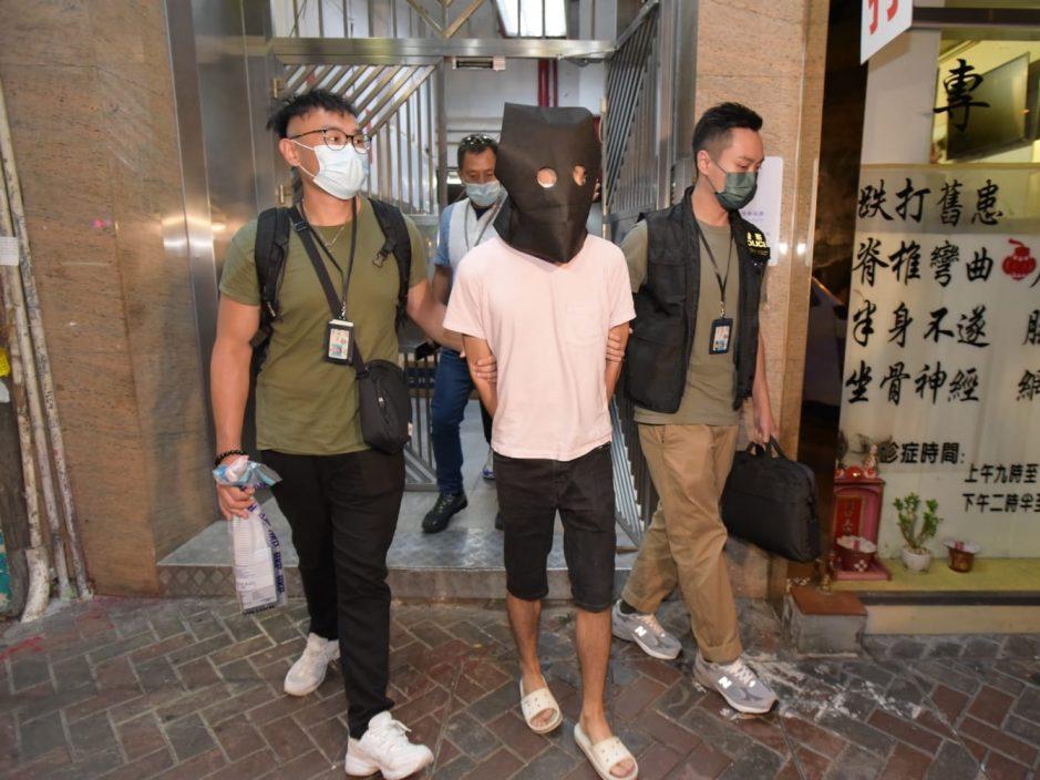 涉嫌非法收受赌注 警方于深水埗拘捕两名男子