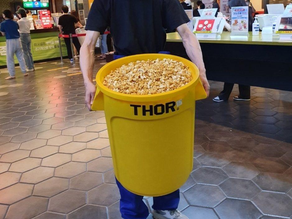 垃圾桶装满爆谷只收41港元? 韩国戏院新招引民众疯抢